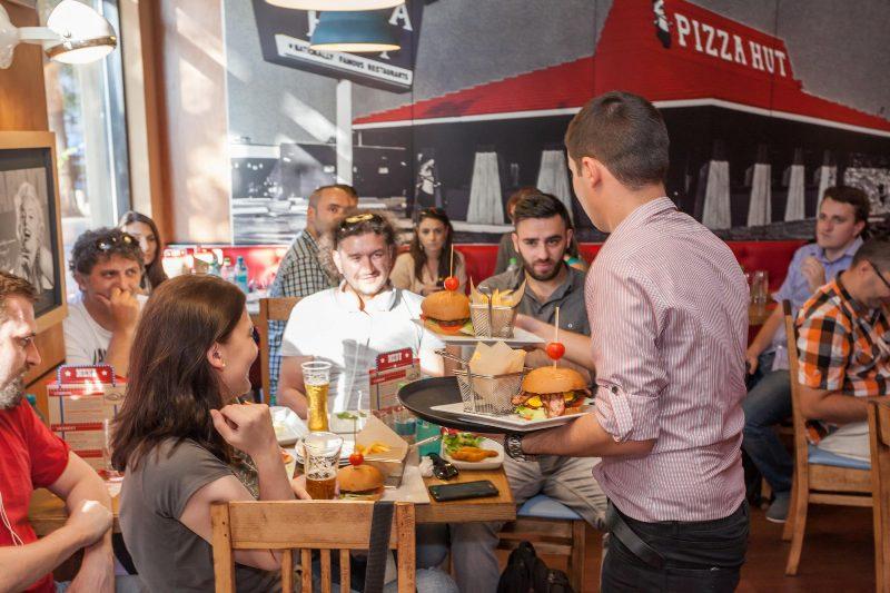 Pizza Hut  American Dining Experience_Chinezu_1